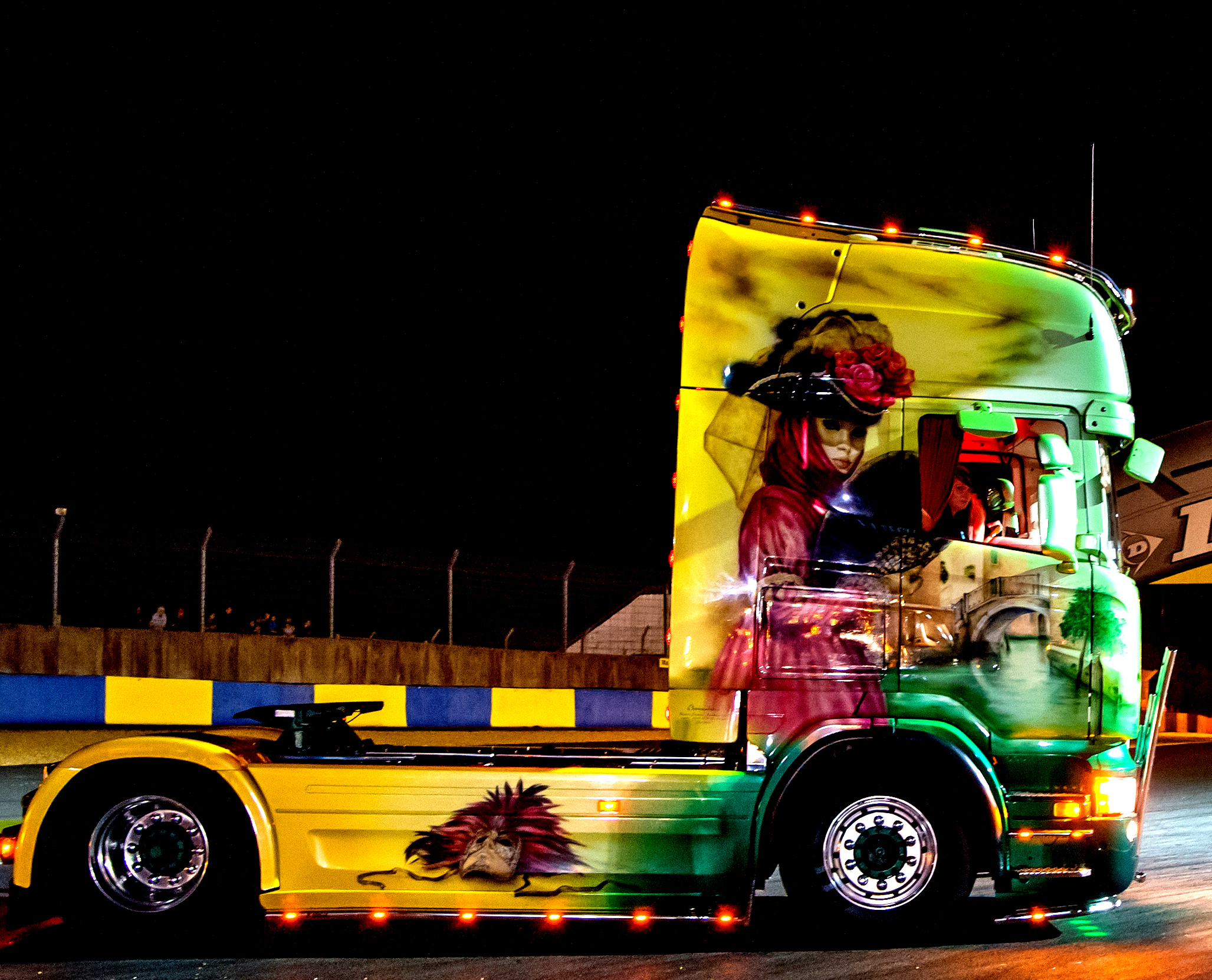 Photo Camion Decorer De Nuit