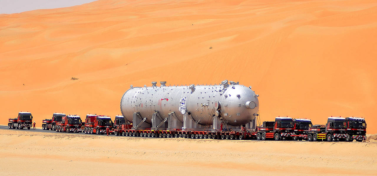 2 - heavy-duty-caravan-in-saudi-arabia-actros-slt-header-02