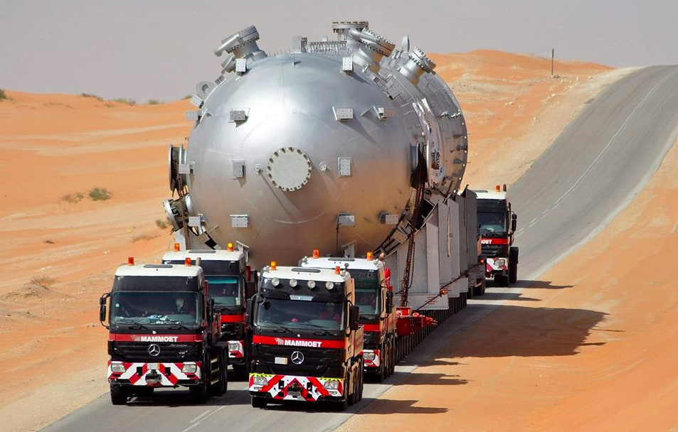 3 - heavy-duty-caravan-in-saudi-arabia-actros-